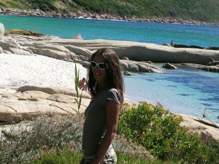 Elena verso la spiaggia dei nudisti...