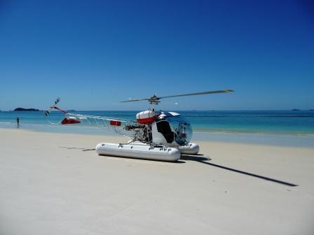 Cagati sulla spiaggia dall'elicottero