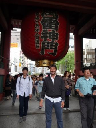 Glande lampadina at Sensoji Temple gate