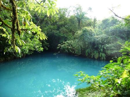 Rio Celeste lagoon